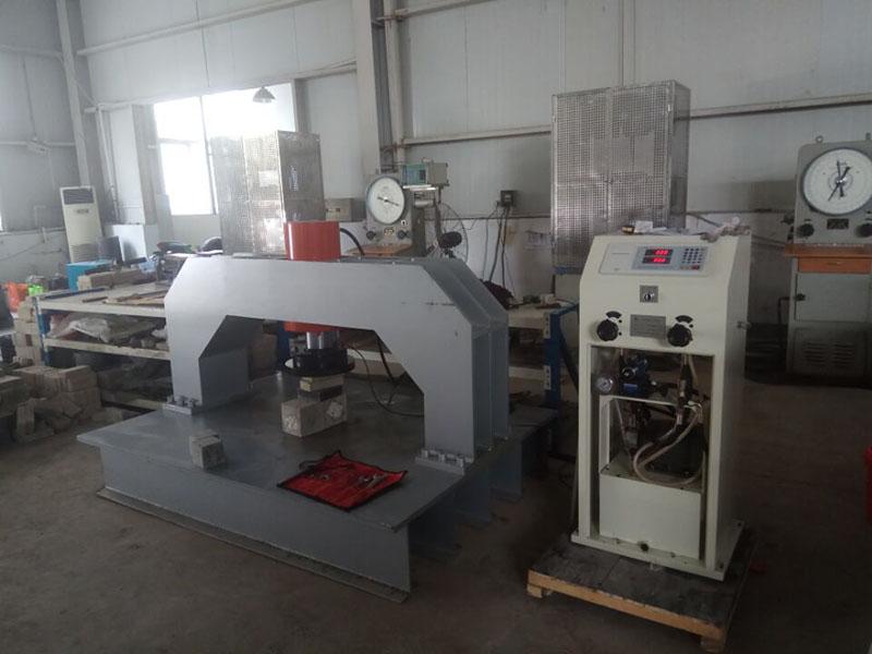 安徽省建筑工程质量第二监督检验站井盖压力机
